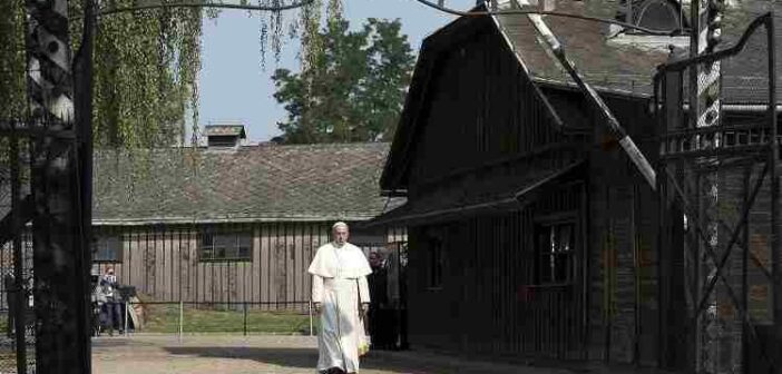 El silencio del Papa en el abismo de dolor de Auschwitz